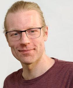 Digitalisierungs-Experte Simon Schwinge von Picturesafe-Scansolutions