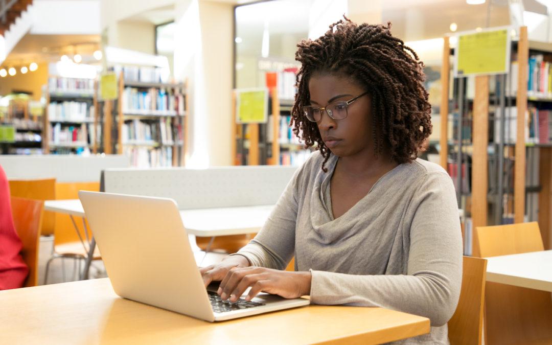 Arbeitsplätze nach DIN in öffentlichen Archiven und Bibliotheken basieren auf genauen Angaben.