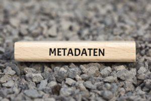 Metadaten bzw. Meta-Informationen sind strukturierte Daten, die Informationen über andere Informations-Ressourcen enthalten.